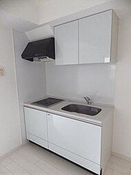 キッチンは吊戸棚付。すっきり収納できます。