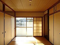 西側和室は隣の東側和室と2枚のふすまで隔てています。一つの広いお部屋としてお使いいただくこともできます。(2019年1月7日撮影)