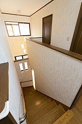 明るい階段は安...