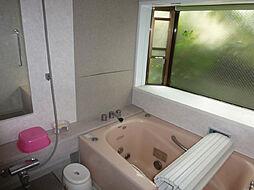 出窓付の浴室で...