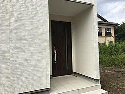 玄関ドアと外壁...
