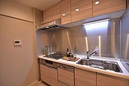 食器乾燥機付システムキッチン