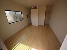 2階の洋室は使い勝手の良い6帖以上。主寝室は広々9帖です