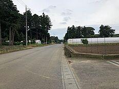 前面道路が幅員約8.5mと広いです。