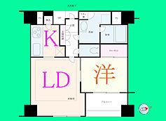 12.8帖のLDKと5.2帖からなっている1LDKです。白を基調とした清潔感の溢れる室内です。