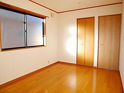 2階南西側洋室...