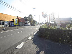 東南側前面道路