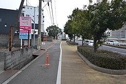 整備された歩道もございます。現地(2017年1月28日)撮影