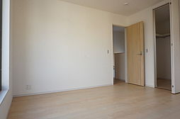 2階洋室8帖。...