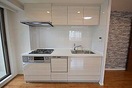 システムキッチン…食洗機、浄水器付き