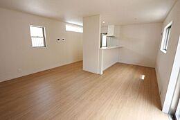LDKは17.5帖とゆとりある広さを確保しました。白を基調としたさわやかな印象の室内です。