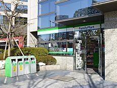 コンビニエンスストアファミリーマート新宿アイタウン店まで74m