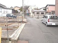 前面道路は幅員約4.5mです。