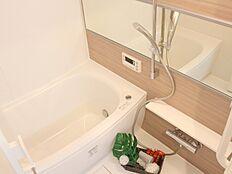 浴室乾燥機を完備し、雨の日のお洗濯も安心です。防カビ仕様ですのでお掃除も楽々です