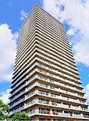 「外観写真」平成16年9月築。28階建てのシンボルタワー棟。タワー棟には近発電機、非常用エレベーター、防災備蓄倉庫、緊急用ヘリコプターホバリングスペース有。