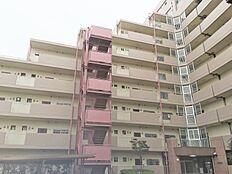 亀有駅より徒歩12分。総戸数163戸の大規模マンションです。