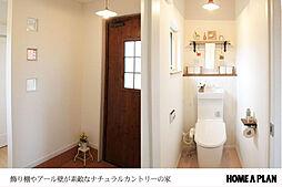 玄関とトイレ。...