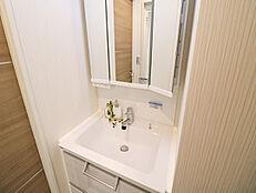 シャワー水栓なので、水回りのお掃除がしやすいです