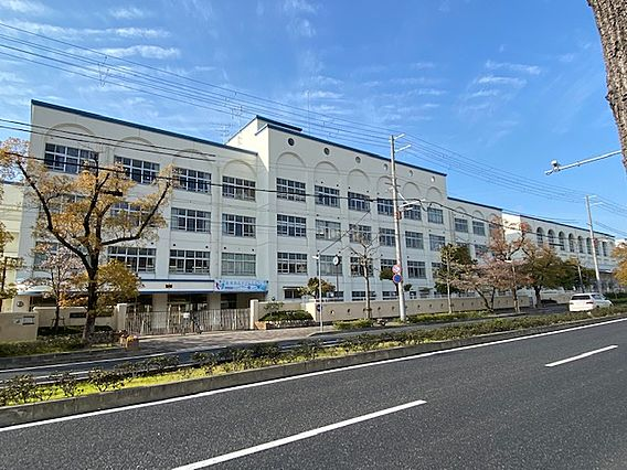 本山中学校約5...