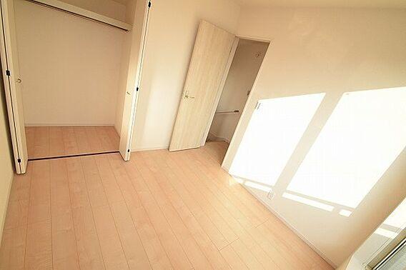 2階の洋室すべ...