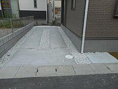 お車2台駐車可能です。