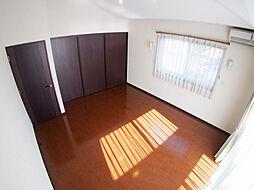 2階 主寝室。...