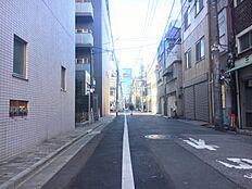大通りに面していますが、物件脇道に入れば落ち着いた住宅街になっています