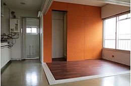 陽当たり良好で使いやすく機能的な洋室です。安らぎをもたらすプライベート空間です。