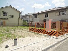阪急塚口駅徒歩7分。駅近、建築条件無しの土地です。