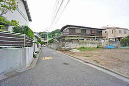 広々約4m道路で車庫入れも楽々です。緑豊かな閑静な住宅街です。