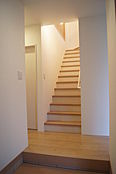 温か味のある優しい階段。当社施行例。