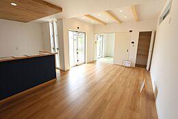 和室と合わせて22帖の広々としたスペースです。
