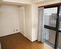 3面採光で窓も大きなお部屋です。