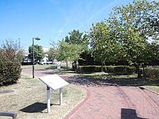 石ヶ池公園…約380m
