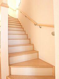 階段も手すりが...