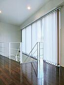 4階から5階への上がり途中にもワイドウィンドウを設計しております