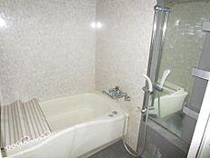 リフォーム前お風呂も現状の物は解体し、新品のユニットバスを設置致します。毎日入るお風呂も新品だと嬉しいですね。