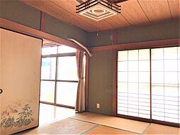 1階の和室はお庭に面しているので、とても明るいです