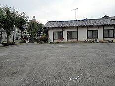 小中学校近く、スーパー、病院、銀行も近くてとても生活しやすい所です。人気の並木地区で物件をお探しの方、ぜひご相談ください。