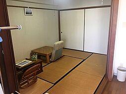 LDKに隣接する6帖の和室。押入れが備わっているためすっきりと使えます。