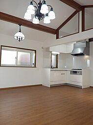 南道路に面した大型住宅、内装リニューアル済み 3LDKの居間