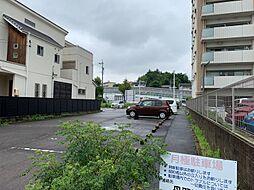 敷地内に駐車場ございますが、隣に月極の駐車場もございます。