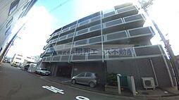 イスタナ・フセ[3階]の外観