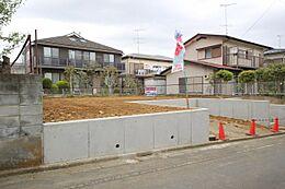 静かな住環境 区画の整った閑静な分譲地内 建築条件なし カースペース並列2台 敷地広々56坪