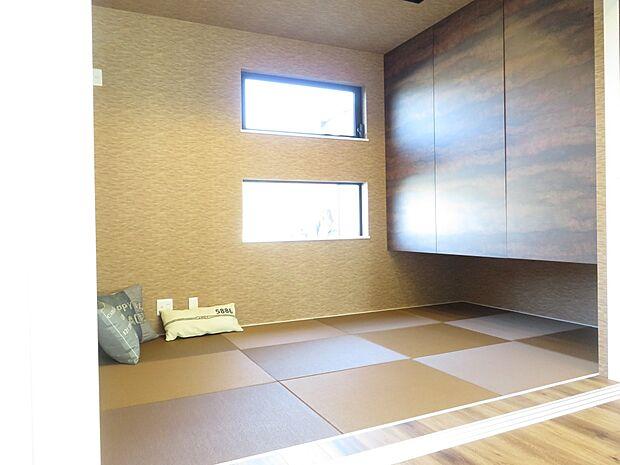 同施工例:イメージ写真(実際とは異なります) 上部収納には来客時の寝具スペース、 下部は小さいお子様のおもちゃなどを効率よく収納できます♪