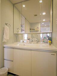 内装リフォーム済(天井・壁クロス貼替え、洗面台交換等)の洗面室・洗面台