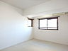 2方向窓の約7.6帖の洋室,4LDK,面積89.11m2,価格1,880万円,JR高徳線 昭和町駅 徒歩8分,,香川県高松市西町
