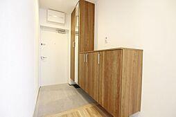 玄関スペースも収納充実していて、すっきりとした空間です