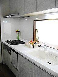 嬉しい食洗機付。料理もしやすいワイドシステムキッチン。