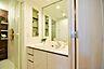 ホテルのような大きな鏡。毎日の身支度が楽しくなる洗面化粧台。,3LDK,面積61.88m2,価格1,380万円,JR武蔵野線 東浦和駅 徒歩20分,,埼玉県川口市柳崎2丁目